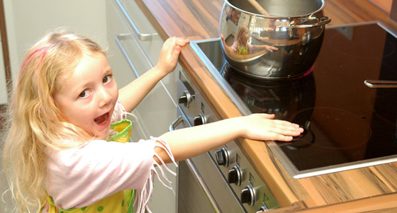 fachgesellschaft warnt vor verbrennungsunf llen bei kindern. Black Bedroom Furniture Sets. Home Design Ideas