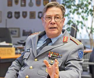 Arzt bundeswehr  Interview mit Dr. med. Ingo Patschke, Inspekteur des ...