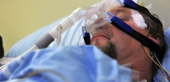 Schlafapnoe-Syndrom: Atemtherapie bessert medikamenten..