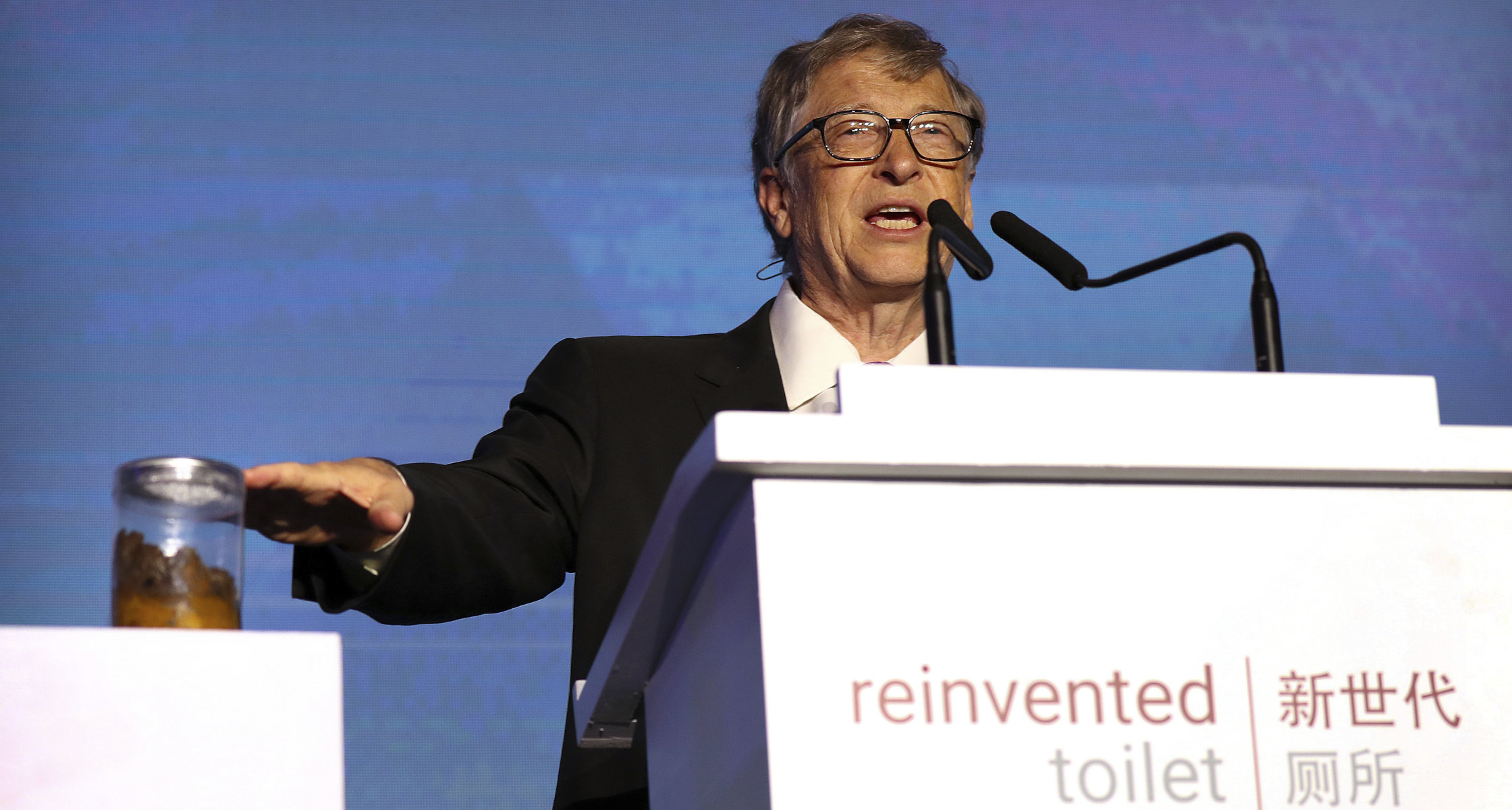 Mit Glas Voll Kot Bill Gates Will Toilettenrevolution Starten
